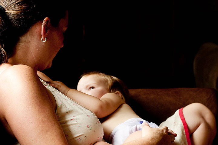 How to ease nipple pain during breastfeeding?